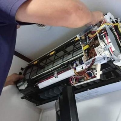 エアコンの分解作業