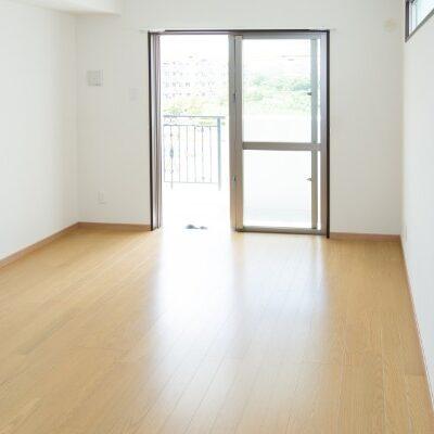 床がピカピカの部屋